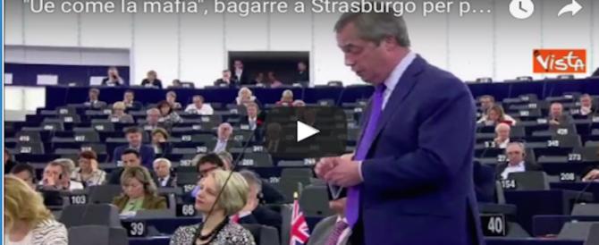 """Brexit, è bagarre a Strasburgo: Farage: """"L'Ue è come la mafia"""" (video)"""