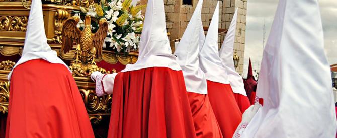 Un attentato! Seminano il panico tra la folla in processione. 8 arresti a Siviglia