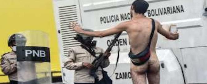 Venezuela, nudi contro Maduro: la protesta contro i socialisti non si placa