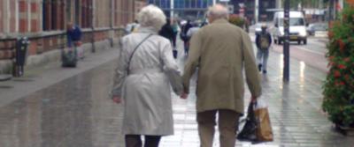 Lei 85 anni, il vicino 80: si alleano e mettono in scacco tre malviventi