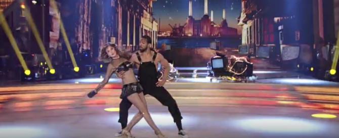 Lite tra Christian De Sica e la Lucarelli: «Ballando con le stelle, show cafone»