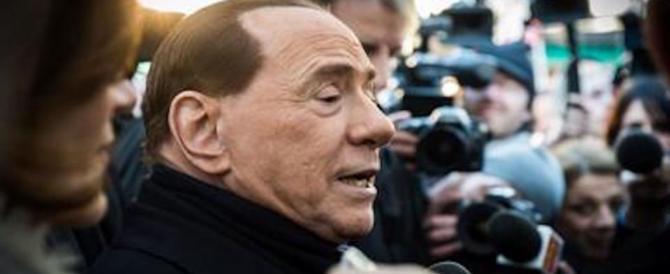 Berlusconi cade a terra mentre è a cena con i figli. Tre punti a un labbro