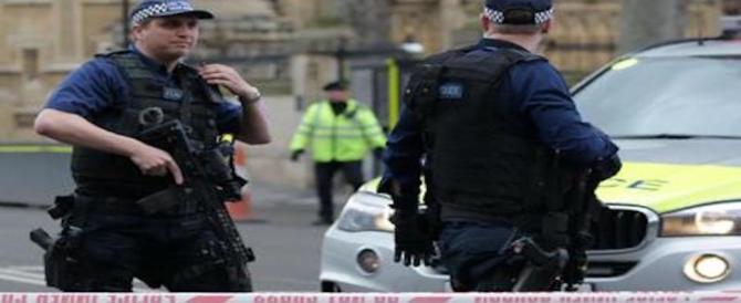 Blitz anti-terrorismo a Londra: fermate 6 persone. Ferita una 20enne sospetta