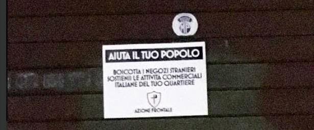 """""""Boicotta i negozi stranieri"""". A Roma spuntano i manifesti anti-immigrati"""
