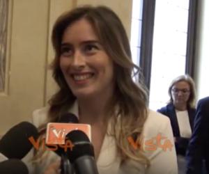 """La Boschi (da sottosegretario) fa campagna elettorale: """"Votate Renzi"""" (video)"""