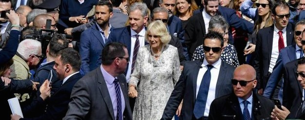 Camilla felicemente sorpresa dal calore e dall'accoglienza di Napoli