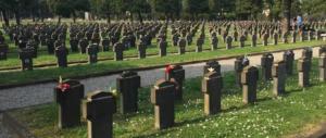 25 aprile, cerimonia al Campo X senza bandiere e solo quattro saluti romani