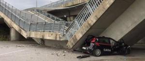 Italia dei disastri: crolla a Fossano un cavalcavia su un'auto dei carabinieri