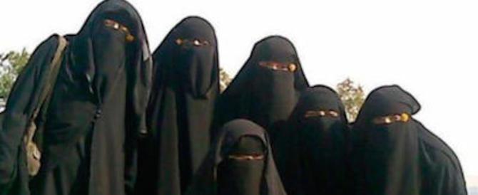 Anche la Cina vieta burqa, barba lunga e velo: stop all'estremismo islamico