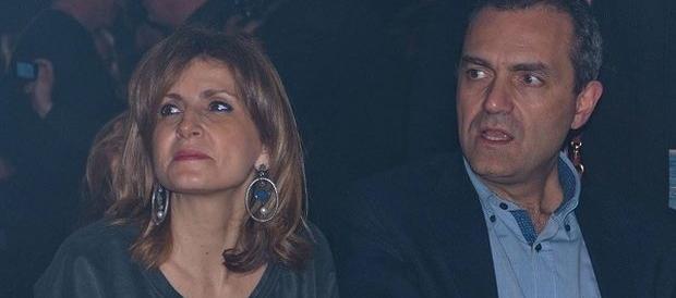 La moglie di De Magistris dà battaglia su Fb: lui il più bravo, vorrei vedere voi