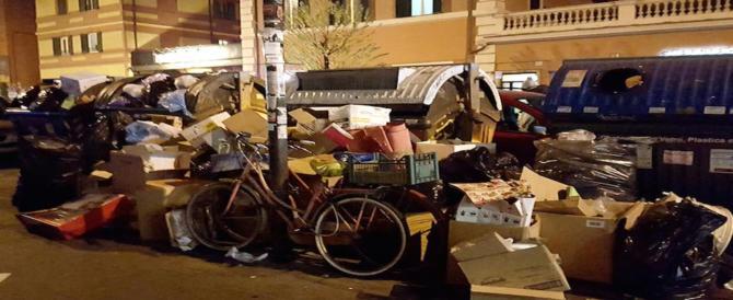 La Raggi sotto accusa, buche, topi e cinghiali: Roma non può più aspettare