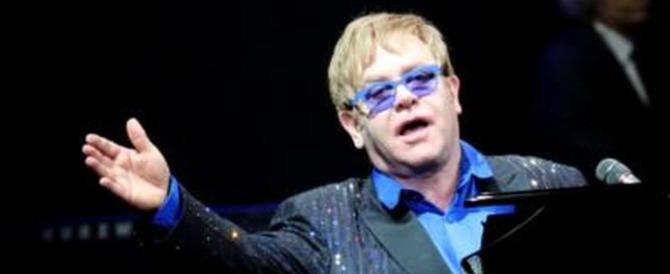 Elton John ha rischiato di morire per un'infezione rara. Concerti annullati