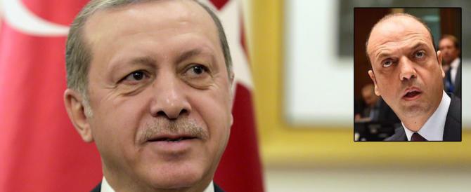 Se Erdogan guarda una foto di Alfano magari libera Gabriele Del Grande