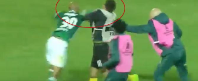 Felipe Melo in versione Tyson: cazzotto da ko a un avversario (video)