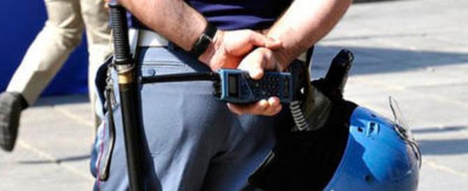 Lampeggianti blu, «Alt polizia»: ma erano ladri e depredavano le persone