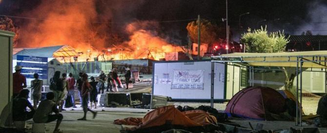 Francia, campo profughi devastato dalle fiamme dopo una rissa: 6 feriti