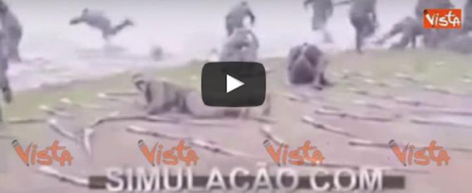Per sbaglio lancia la granata dalla parte dei commilitoni: è panico (video)