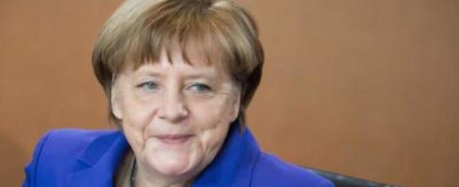 Migranti, la Merkel trova la soluzione: mandiamoli in campagna