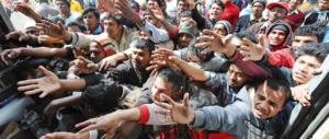 Migranti, tocca solo a noi: nuovo piano d'accoglienza. Gasparri: sbeffeggiati da Bruxelles