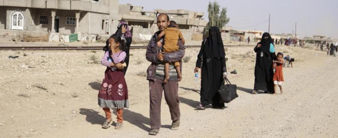 Ecco i veri crimini di guerra: a Mosul l'Isis utilizza i civili come scudi umani