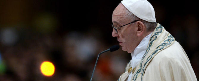 """Il Papa cambia tono sui migranti: un governo deve chiedersi """"quanti posti ho?"""""""
