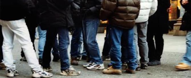 La paura regna sovrana nei piccoli centri: 17enne aggredita da 2 immigrati