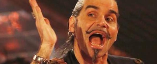Lancia il microfono e colpisce un fan, Piero Pelù chiede (finalmente) scusa