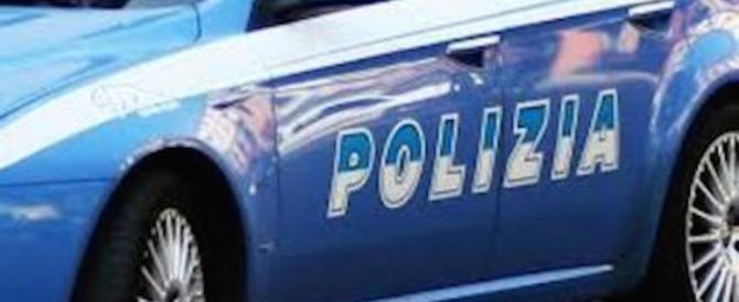 Dimentica la figlia di un anno in auto e prende la metro: la bimba salvata dalla polizia