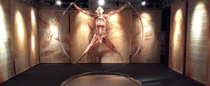 """Cadaveri umani esposti, malori tra i visitatori. Bufera sulla mostra """"Real bodies"""""""