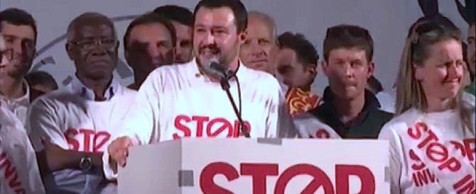 Salvini avverte Berlusconi: festeggi Macron? Scordati l'alleanza con la Lega
