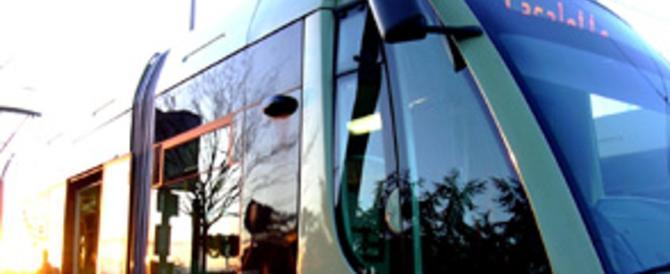 Atac sempre più a pezzi: scontro tra 2 tram a Roma. Ferito un conducente