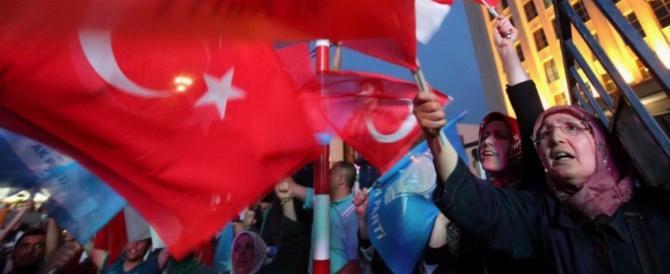Erdogan premiato dal voto all'estero: in Germania oltre il 60% di Sì