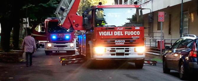 Incendio alla periferia di Napoli: la vittima, un uomo bruciato vivo