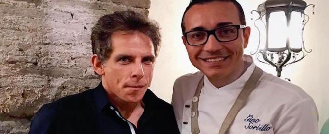 Ben Stiller a sorpresa a Napoli: l'assaggio di pizza diventa social e virale