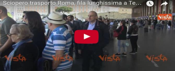 Roma nel caos per lo sciopero di bus e metro: è un vero inferno (video)