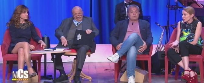 """Costanzo imbufalito, gaffe su Ferruccio Amendola: """"Vi licenzio tutti"""" (video)"""