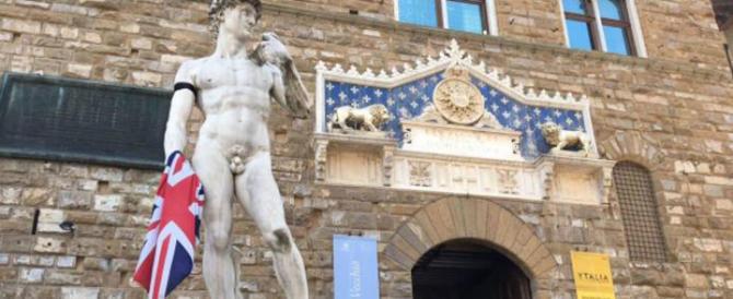 L'abbraccio di Firenze alla città di Manchester: anche il David a lutto