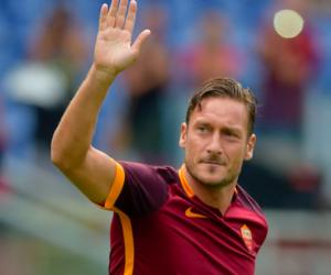 L'omaggio del web (e del mondo) a Totti: i suoi momenti più belli (VIDEO)
