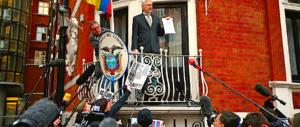 Giallo su Assange: La Svezia archivia, Londra non cede: lo arrestiamo comunque