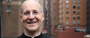 Il gesuita Martin detta il nuovo corso della Chiesa: «Alcuni Santi erano gay»