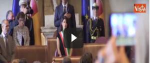Alla sindaca Raggi l'inno di Mameli fa schifo (o non lo conosce?) (VIDEO)