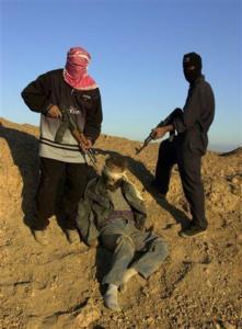 Il volontario Salvatore Santoro nella foto diramata dai terroristi