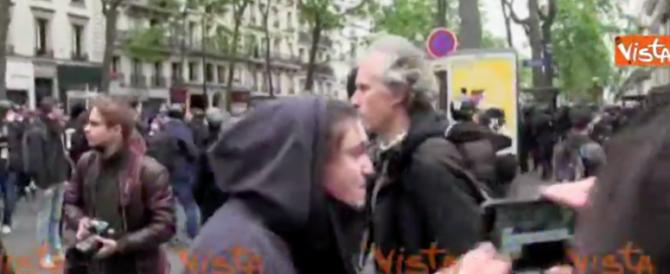 Parigi, al corteo anti-Macron scontri tra polizia e manifestanti (video)