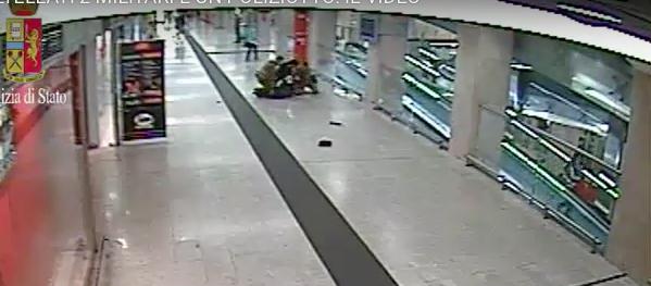 Agenti feriti a Milano, su Fb l'aggressore faceva il tifo per l'Isis (video)