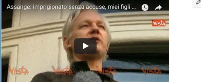 Assange non dimentica né perdona: WikiLeaks è la speranza del mondo (video)
