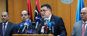 """Macron ci """"strappa"""" la Libia. Vertice a Parigi con il premier al-Serraj e Haftar"""