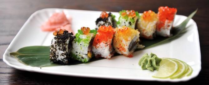 """Allarme """"vermi da sushi"""": un 32enne ricoverato con l'intestino invaso da larve"""
