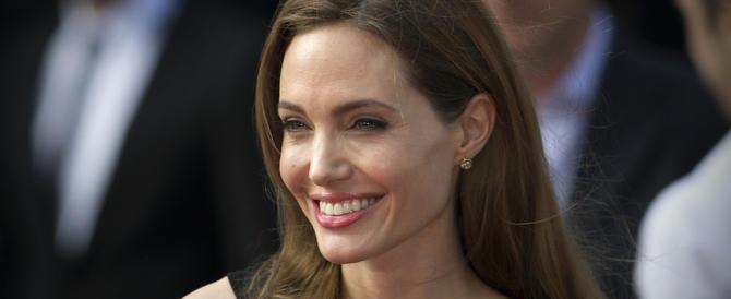Tumore al seno, con gli stessi geni di Angelina Jolie anche gli uomini sono a rischio
