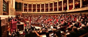 Francia, la carica degli ottomila per le elezioni legislative dell'11 e 18 giugno