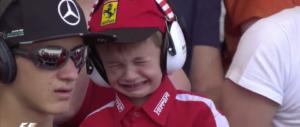 Ferrari, il pianto del piccolo fan che ha commosso il mondo (video)